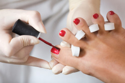 Некачественный педикюр у неопытного мастера - причина возникновения вросшего ногтя