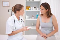 Консультация врача по-поводу зуда стопы