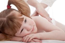 Сеансы массажа при артрите стопы у детей
