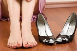 Неудобная обувь - причина огрубевшей кожи на пятках