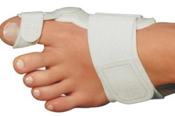 Шина для лечения шишки на ноге
