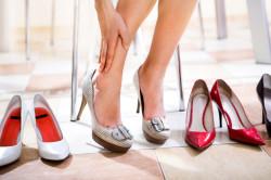 Ношение неудобной обуви - причина появления грибка на ногах у беременных