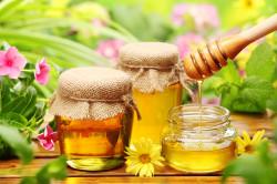 Мед при лечении огрубевшей кожи на пятках