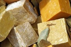 Хозяйственное мыло для лечения трещин на пятках