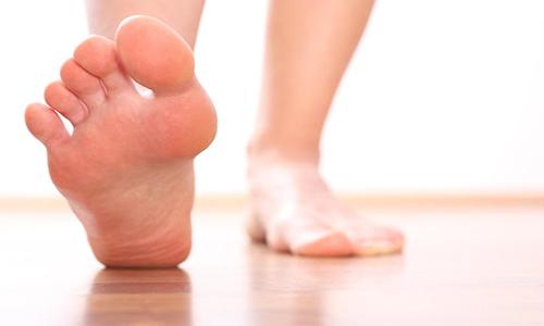Косточка на большом пальце ноги: лечение в домашних условиях