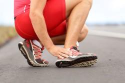Боли в пятке из-за чрезмерных физических нагрузок